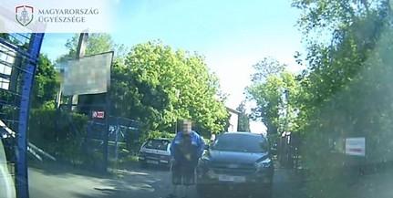 Elállta az utat egy autós, egy másik ezt szóvá tette, mire jöttek a rokonok...Videó!