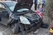 Súlyos baleset történt a Komlói úton, buszmegállóba csapódott egy autó