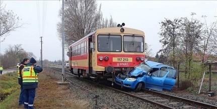 Autóval ütközött egy vonat Sellye és Kákics között