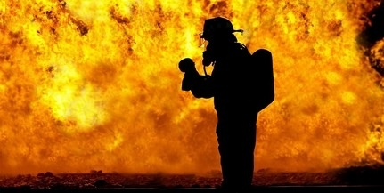 Lángoló munkagépet oltottak a tűzoltók Mohácson