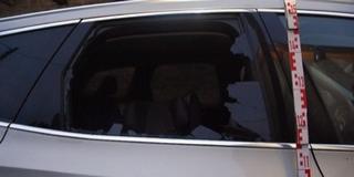 Térkővel esett neki haragosa autójának egy férfi