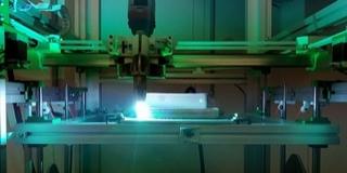 Fém orvosi implantátumok nyomtatását kutatják a Pécsi Tudományegyetemen