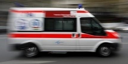 Összeütközött két autó a 6-os főúton, Pécs közelében