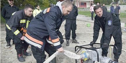Az árvízi védekezést gyakorolták Dunaszekcsőn az önkéntes mentőszervezetek