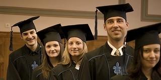 Még mindig bennmaradnak a diplomák a nyelvvizsgák hiánya miatt