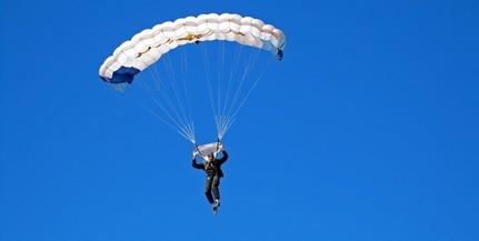 Megrongálta felesége ejtőernyőjét egy angol katona