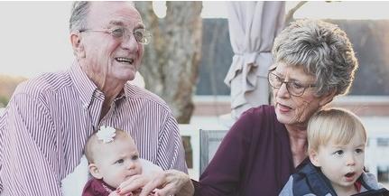 A napokban megérkeznek a megemelt nyugdíjak